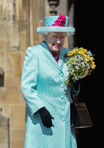 Queen+Elizabeth+II+Royal+Family+Attend+Easter+TxikXqGuhAnl