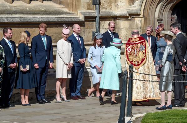 Queen+Elizabeth+II+Royal+Family+Attend+Easter+wTTDwxGDuRSl